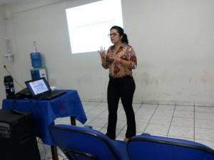 psicologa e aluna sylvana silva palestra sobre dificuldades de aprendizagem